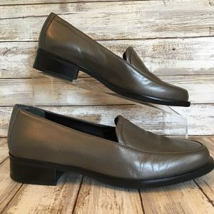 Rockport 7m Gray Metallic Leather Dress Loafers.